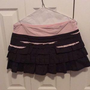 Lululemon charcoal & pink ruffles skirt sz 8 58203